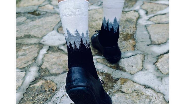 Socken mit Tannen wie gemalt von Bob Ross, das können eigentlich nur Treesocks von Nikin sein. (Zvg)