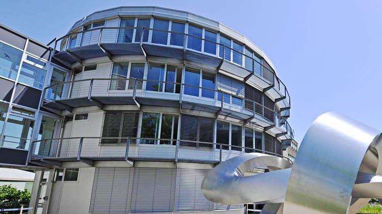 Der Hauptsitz der Mathys AG in Bettlach. (Oliver Menge)