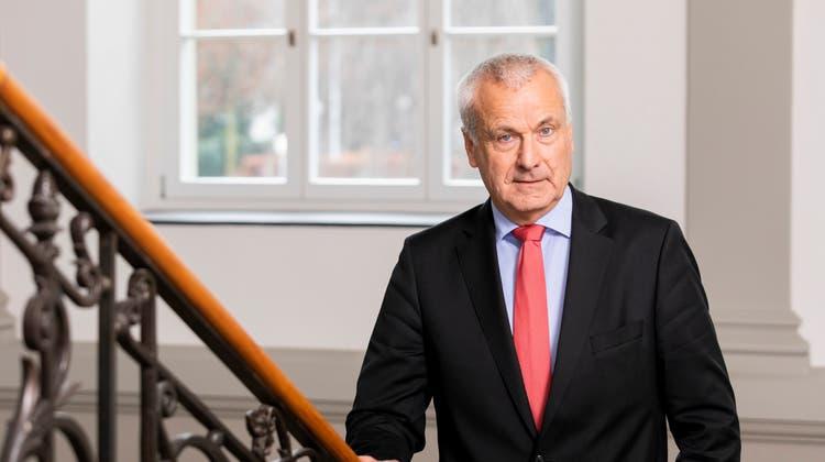 Peter Suter, Verwaltungsratspräsident des Kantonsspitals Aarau, hält fest: «Der Entscheid hat nichts mit der Person von Robert Rhiner zu tun.» (Severin Bigler)