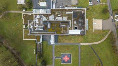 Das 50-jährige Spitalgebäude soll bald einem Neubau weichen. (Bild: Pius Amrein  (Wolhusen 12. April 2021))