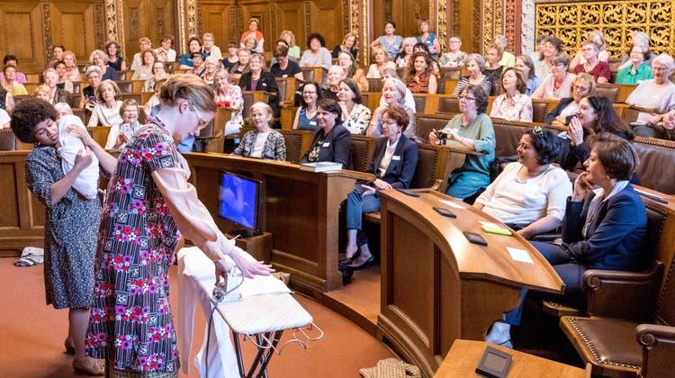 Mutterschaft und Politik sind oft nur schwer vereinbar. Im Bild die Jubiläumsfeier 50 Jahre Grossrätinnen für Basel-Stadt 2018. (Kenneth Nars)