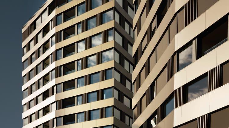 Fenster von Hochhäusern sind enormen Belastungen ausgesetzt. Die Dichtigkeit kann dabei zum Problem werden. (PD)