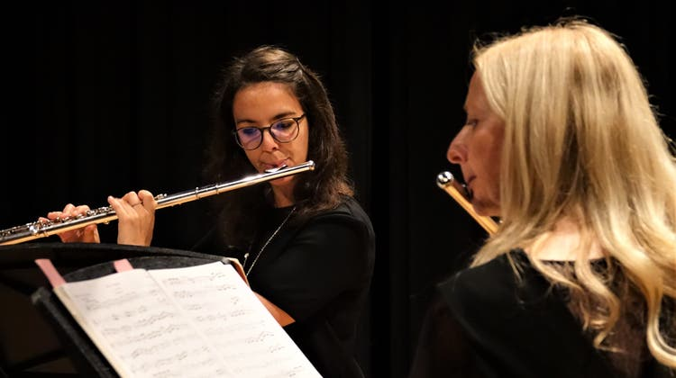 Letizia Schlegel (links) bot im Duett mit Lehrerin Renate Wehinger eine hervorragende Kostprobe ihres Talentes. (Bild:Hanspeter Thurnherr)