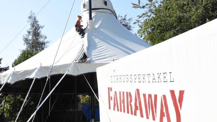 Aufbau des Zirkus Fahraway für das Gofechössi neben dem Chössi Theater in Lichtensteig. (Bild: Urs M. Hemm, (20. September 2019))