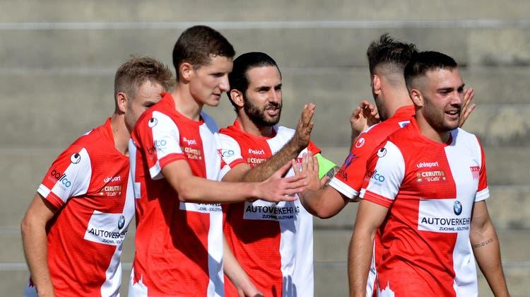Ein Vorbild für die Jungen: Captain Loïc Chatton (Mitte) hat in dieser Saison am meisten Tore erzielt und auch am meisten gespielt. (Hans Peter Schläfli)