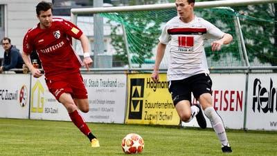 Winkelns Luca Roelli (links) ist mit seinem Tempo eine stete Gefahr für die gegnerische Defensive. (Bild: Tim Frei)