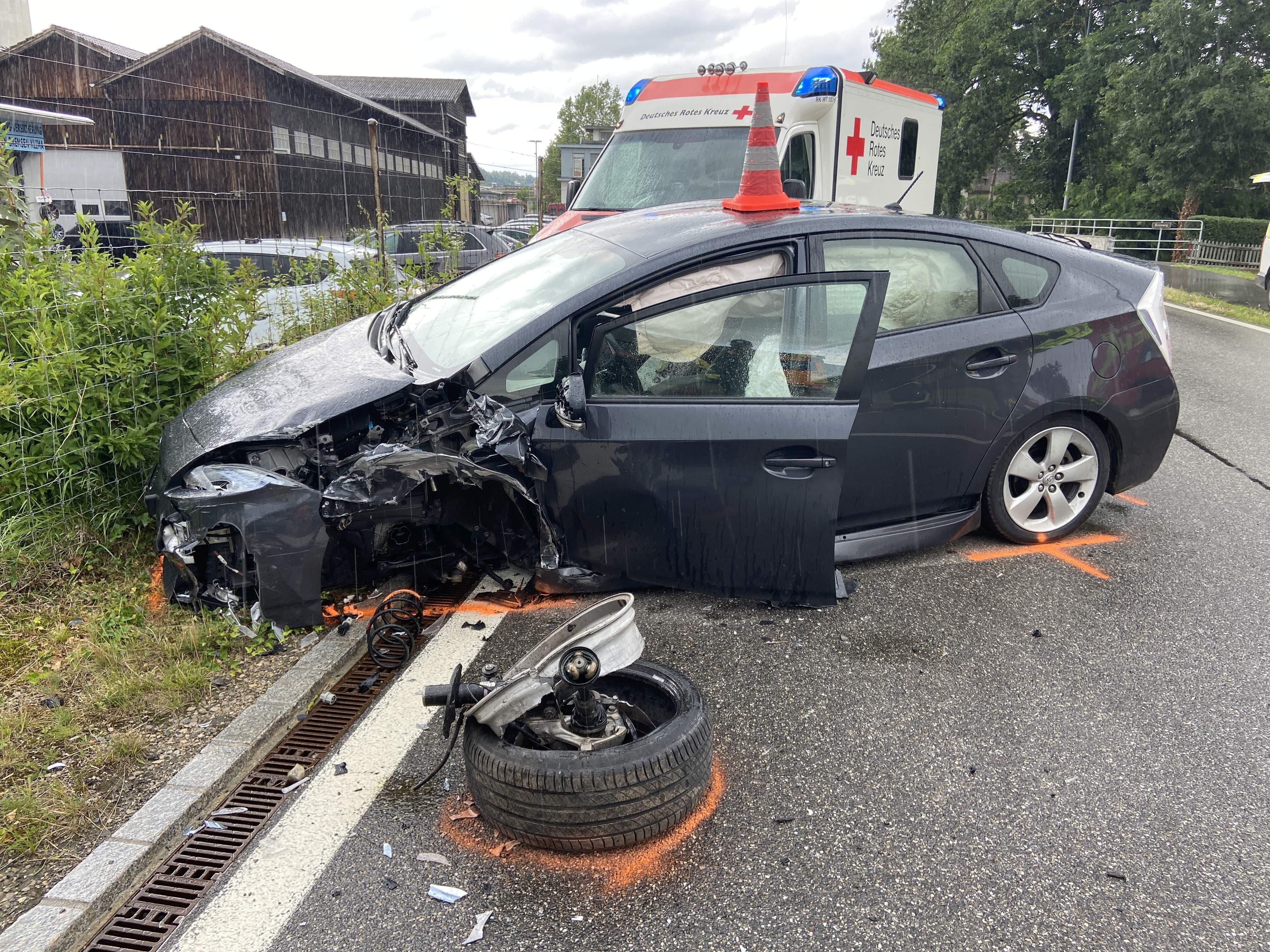 Turgi/Rekingen: Gleich zwei Autofahrer sind am Steuer eingenickt und haben je einen Unfall verursacht. In Rekingen gab es Verletzte.