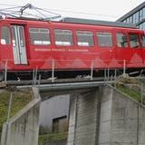 Die heute zu den Appenzeller Bahnen gehörende Rheineck-Walzenhausen-Bergbahn wurde 1896 eröffnet. Seit der 1958 erfolgten Bahn-Totalerneuerung verkehrt der heutige Triebwagen. (Bild: Peter Eggenberger)