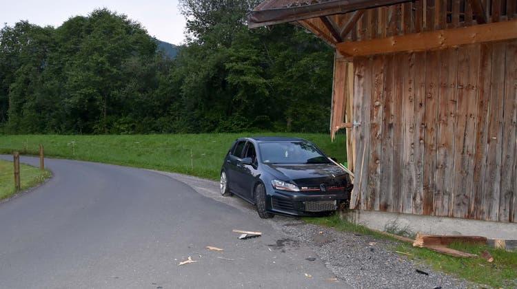 In diesen Stall fuhr der 22-Jährige. (Bild: Kantonspolizei Nidwalden)