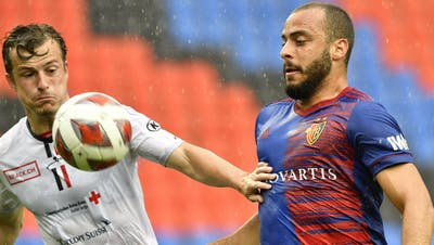 FCA-Stürmer Gashi gegen Basels Liam Millar. (Walter Bieri / KEYSTONE)
