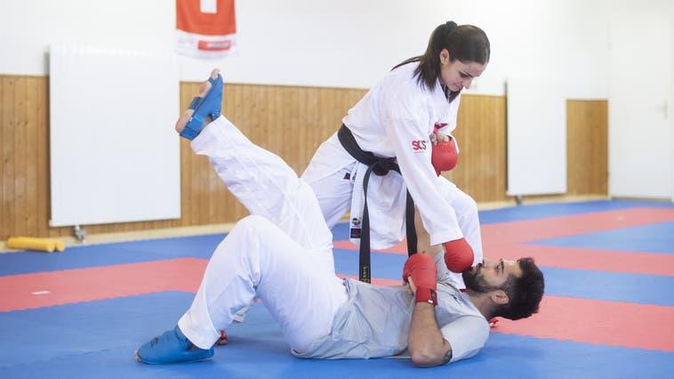 Training für die Olympischen Spiele: Elena Quirici übt mit ihrem Freund Raoul Schlagfolgen einim Fitnesscenter in Windisch, aufgenommen am 9. Juli 2021. (Ennio Leanza / KEYSTONE)