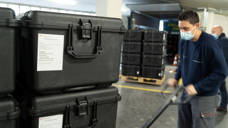Bei den gelieferten Hilfsgütern handelt es sich um Beatmungsgeräte und Sauerstoffkonzentratoren. (Keystone)