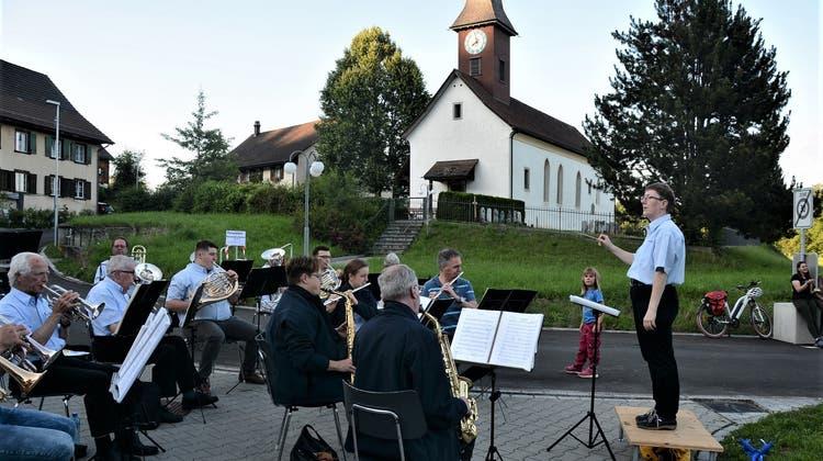 Tina Egger dirigiert die Musikgesellschaft Aadorf. (Bild: PD)