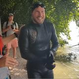 Aare abschwimmen: Derendinger erreicht Solothurn – noch liegen 5 Etappen vor ihm