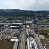 Die Oststrasse aus nördlicher Perspektive mit Swisscom-Kreisel, SBB-Unterführung und Tower-Kreisel im Hintergrund. (Bild: Olaf Kühne)