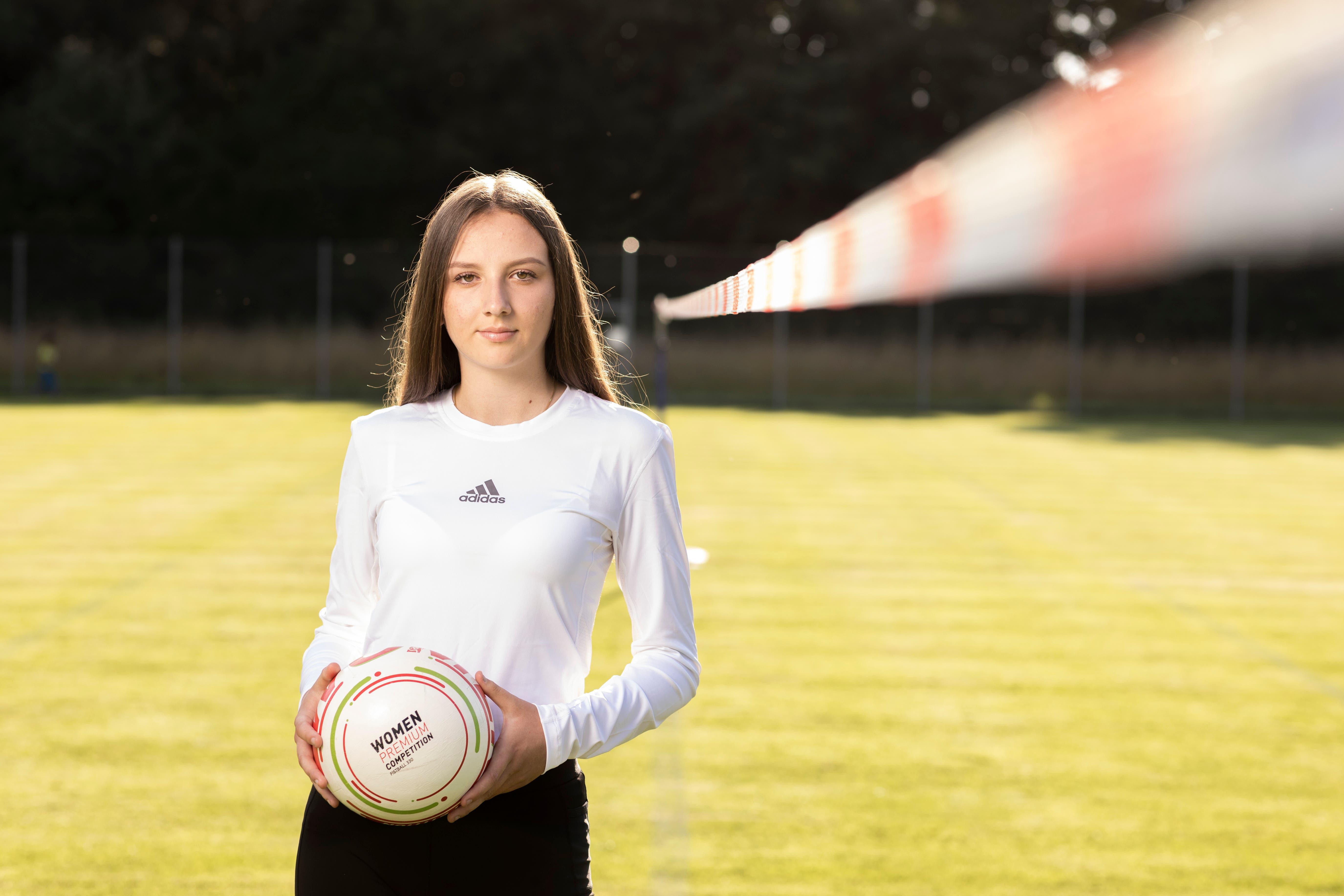 Grosse Ziele: Lana Paunovic aus Schlieren nimmt an der Faustball-WM für unter 18-Jährige in Österreich teil.