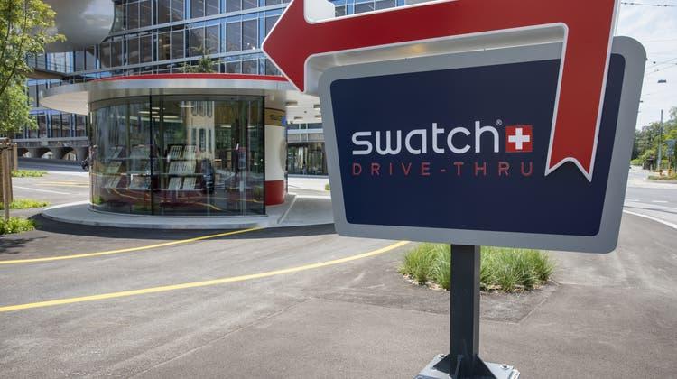 Die Swatch Group kehrt 2021 zurück in die Gewinnzone und erhofft sich einen noch höheren Umsatz als 2019. (Keystone)