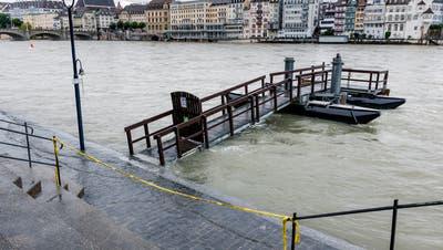 Der Rhein ist derzeit fast überall abgesperrt. (Kenneth Nars)