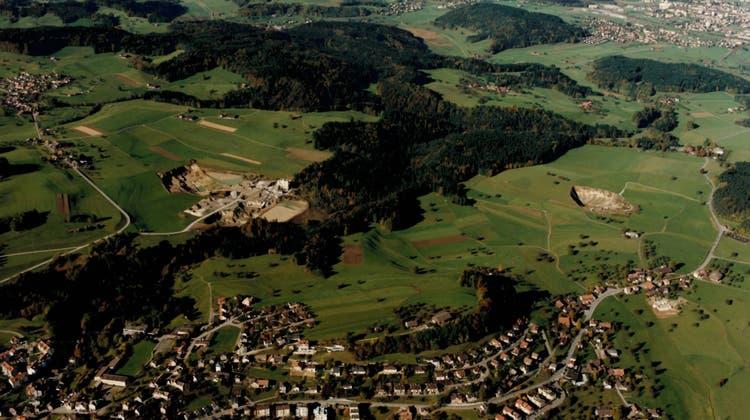 Flugaufnahme der Kiesabbaugebiete in Kirchberg aus dem Jahr 1991. (Bilder: PD)