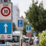 Ab 2030 darf auf den meisten Strassen Zürichs noch mit Tempo 30 gefahren werden. (Symbolbild) (Keystone)