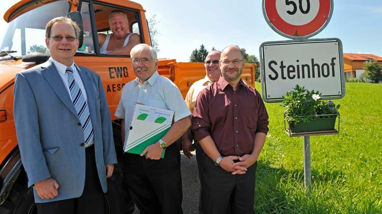 2009: Der VSEG reicht im Steinhof eine Initiative zur Lehrerbesoldung ein, mit dabei auch VSEG-Präsident Kuno Tschumi. (Urs Lindt)