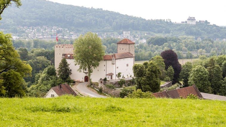 Beim Laufevent erhält man einen schönen Blick auf das Schloss Wildenstein und das Schloss Wildegg (hinten). (Sandra Ardizzone(30. Mai 2017))