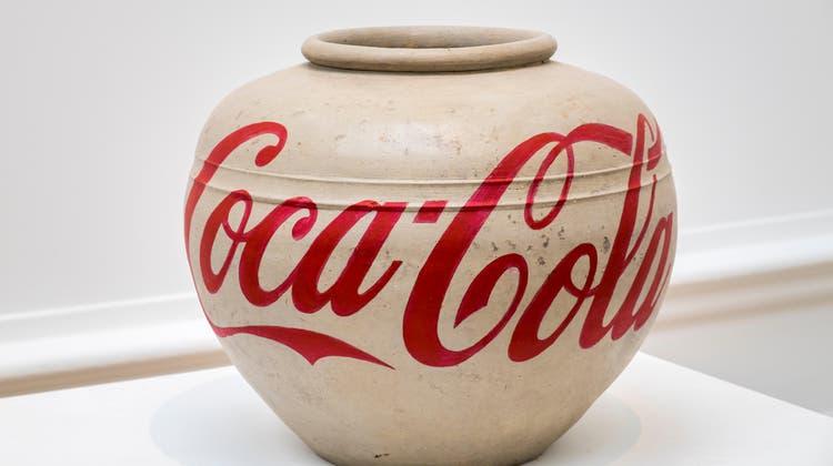 Widersprüche von Macht und Geschichte in einem Objekt vereint: Ai Weiwei «Coca-Cola Vase», 2014. (Alamy / www.alamy.com)