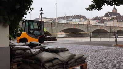 Der Rhein ist derzeit fast überall abgesperrt. Das Hochwasser sorgt für eine gefährliche Strömung. (Kenneth Nars)