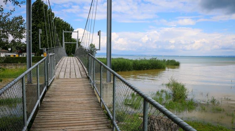 Steht man auf dieser Brücke am Bodensee in Steinach, hat man die zehn Kilometer bereits hinter sich gebracht. (Bild: Alain Rutishauser)
