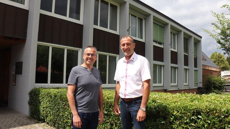 Roger Moser von der IG Nein zur Aushubdeponie Steindler/Teufermoos und Anton Möckel, Gemeindeammann Würenlos. (Philipp Zimmermann / Badener Tagblatt)