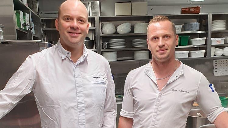 Küchenchef Christian Göpel (links) und Sous-Chef Robert Fiedler verantworten die Küche des Restaurants Wave. (Bild: PD)