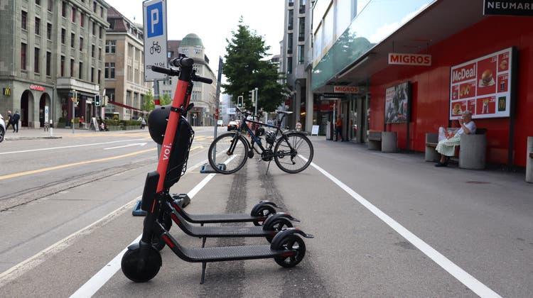 Bald auch in Grenchen: E-Trottinetts in St.Gallen. (Marlen Hämmerli)