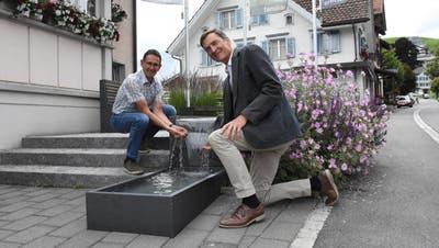 Toni Hässig, Präsident der Wasserkorporation Oberhelfenschwil (links), und Hanspeter Bär, Präsident der Wasserkorporation Neckertal, streben eine gemeinsame Zukunft an.