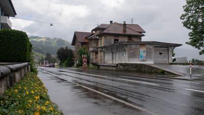 Ging beim Verkauf des Alten Bahnhöfli in Oberägeri nicht alles mit rechten Dingen zu? (Bild: Maria Schmid (16. Juli 2021))