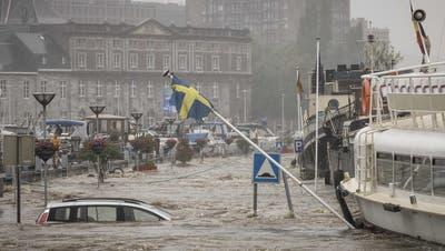In der 200'000 Einwohner-Stadt Lüttich trat die Maas über die Ufer. (Keystone)
