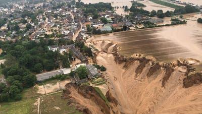 Komplett überschwemmt: die Ortschaft Kordel in Rheinland-Pfalz. (dpa)