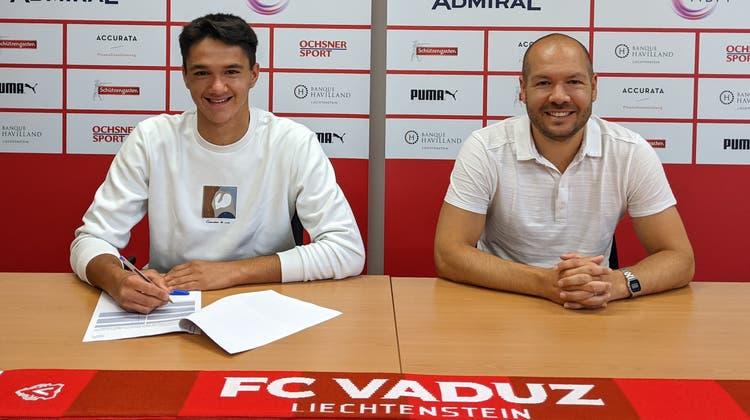 Giosuè Capozzi und Franz Burgmeier bei der Vertragsunterzeichnung. (Bild: PD)