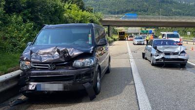 Die involvierten Autos wurden beschädigt. (Bild: zvg / Kapo SO)
