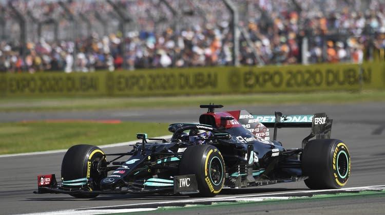 Lewis Hamilton im Mercedes-AMGbei seinem Heim-Grand-Prix in Silverstone. (EPA)