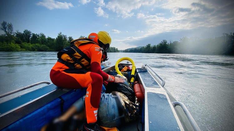 Mit Booten konnten die beiden Raver schlussendlich gerettet werden. (SIS)