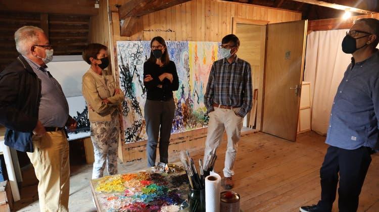Peter und Esther Lenzin, Myriam Eichenberger, Ueli Suter und Titus Eichenberger (v.l.) im Atelier in Bewinwil am See. (Peter Weingartner)