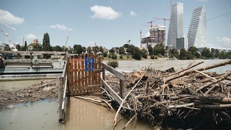 Das Hochwasser der vergangenen Tagen fordert seinen Tribut: Drei Fischergalgen sind bisher abgestürzt. (Roland Schmid)