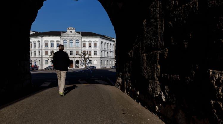 Pflichtanwälte wollen für ihren Einsatz an Gerichten (hier das SolothurnerAmthaus 1) besser entschädigt werden. (Hanspeter Bärtschi)