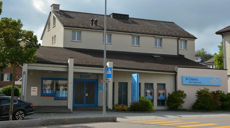 Die Clientis Bank Toggenburg, hier der Hauptsitz in Kirchberg, blickt auf ein zufriedenstellendes erstes Halbjahr zurück. (Beat Lanzendorfer)