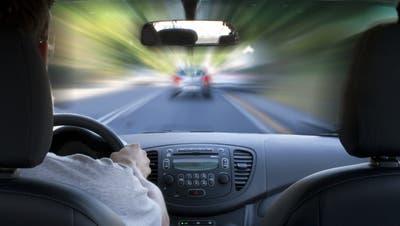Bei einem Überholmanöver über einen Rastplatz hatte ein Autofahrer die Kontrolle verloren und es kam zu einem Unfall mit einem Todesopfer. (Symbolbild) (Thinkstock)