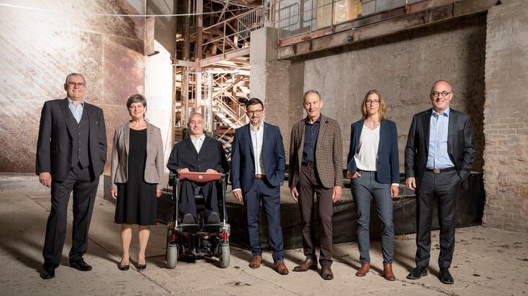 Gemeinderat Gemeinde Zurzach (v.l.): Peter Moser (Bad Zurzach, CVP), Esther Käser (Rekingen, parteilos), Vizeammann Peter Lude (Bad Zurzach, parteilos), Ammann Andi Meier (Böbikon, parteilos), Heiri Rohner (Wislikofen, CVP), Franzisca Zölly (Bad Zurzach, parteilos), Cyrill Tait (Kaiserstuhl, parteilos) (Daniel Werder/zvg)