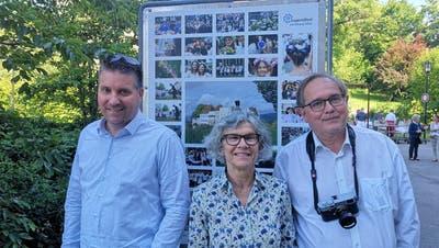 Frau Vizeammann Franziska Möhl und die Fotografen Jean-Daniel Ruffieux (l.) und Olivier Vermeulen. (Urs Helbling / Aargauer Zeitung)