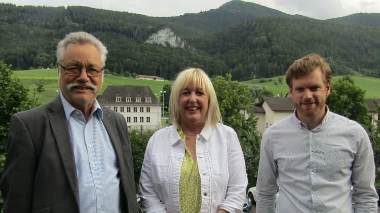 Der Gewerbeverein Thal unter neuer Leitung. v.l. Toni Rüegg gibt das Präsidium ab, Pia Stebler, Präsidentin kantonaler Gewerbeverband, Ernst Christ, neu gewählter Präsident. (Walter Schmid)