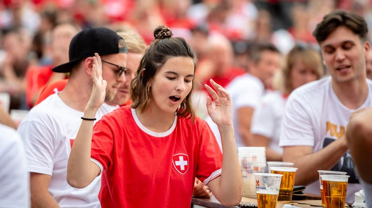 Vom ersten Tor der Schweiz an fieberten alle voll mit. (Michel Lüthi)