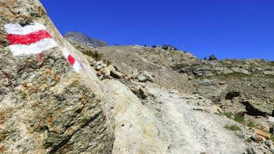 Immer dem weiss-roten Wegweiser nach: Die Markierung der Wanderwege ist in der Schweiz omnipräsent. (Keystone)